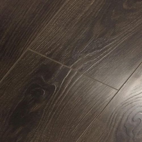 Vintage Embossed - Handscraped Oak Dark 12mm - 1.905m2 Packs